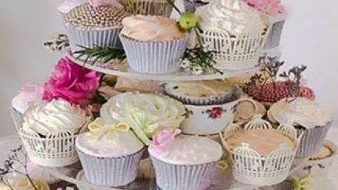 A wonderful, vintage inspired, wedding cupcake tier from Peninsula Cake Art